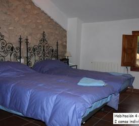 habitacion-4-niños ( 6 camas individuales)